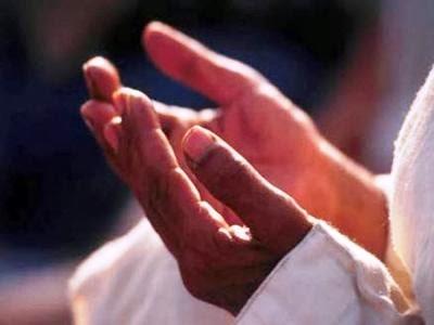 بالصور حكم رفع اليدين في الدعاء في صلاة الجمعة 4f00ba608d796524c2481f24958cb405