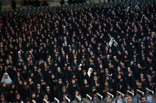 بالصور كتب عن الدعاء كتب ادعية 1024px 2014 Eid ul Fitr Praying   Imam Ali Shrine   Najaf 4 310x205